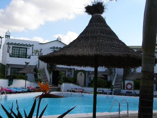 Hotel Floresta: Pool at Playa Pocillos Apartments