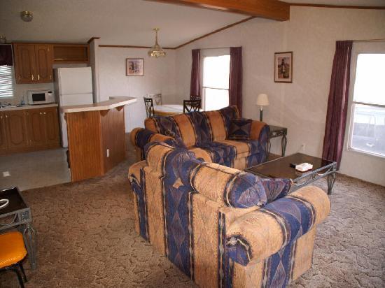 Gouldingu0027s Lodge U0026 Campground: Gouldings Casita   Wohn  Esszimmer   Küche