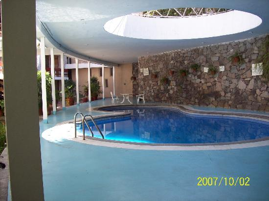 Country Hotel & Suites: pool/common area