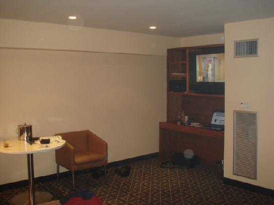 Harborside Inn : Our room without the Brick and hardwood floors