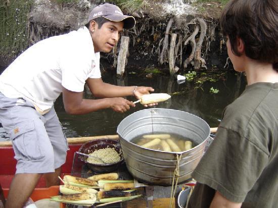 Xochimilco : Vendedor de elotes