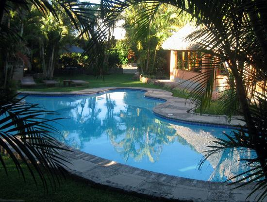 Hotel Dos Mundos: The Pool Area