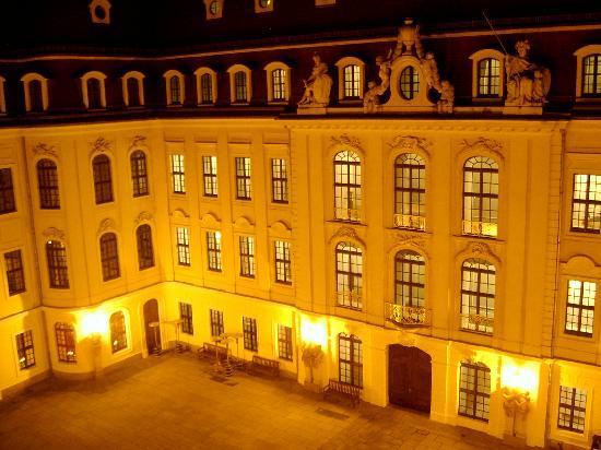 Hotel Taschenbergpalais Kempinski: Interior Courtyard