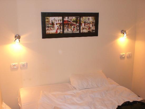 Jerusalem Inn Hotel : My bed