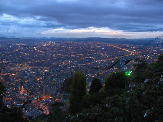 Богота, Колумбия: Twilight view over Bogota from Monserrate