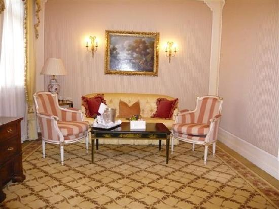 Hotel Imperial Vienna: sitting area