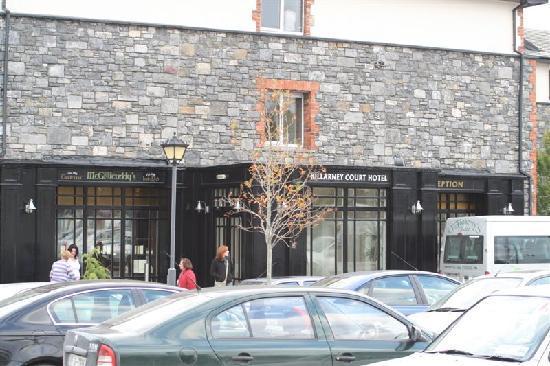 Entr e de l 39 h tel picture of killarney court hotel for Entree hotel