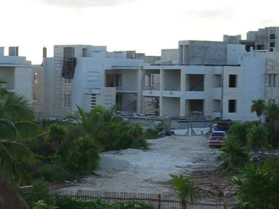 Excellence Playa Mujeres : view to the right of balcony of construction