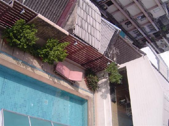 Bossotel Bangkok : pool view