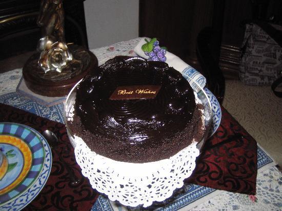 Inn New York City: Birthday Cake for my girlfriend.  Waiting on our arrival.