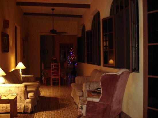 Casa Santiago: hallway and breakfast table