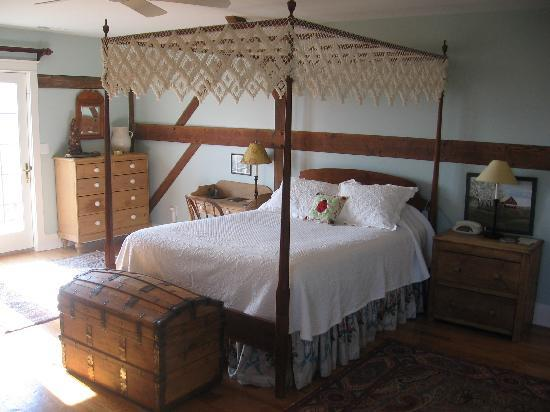 Inn at Old Virginia: One of the upstairs rooms in the barn