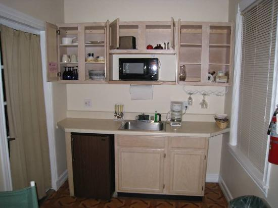 New Orleans House: Room 26 Kitchenette
