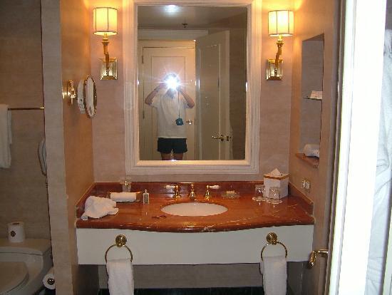 bathroom - Picture of Four Seasons Hotel Atlanta, Atlanta - TripAdvisor