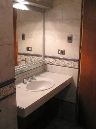 Victoria Regia Hotel & Suites: Bathroom  View #1
