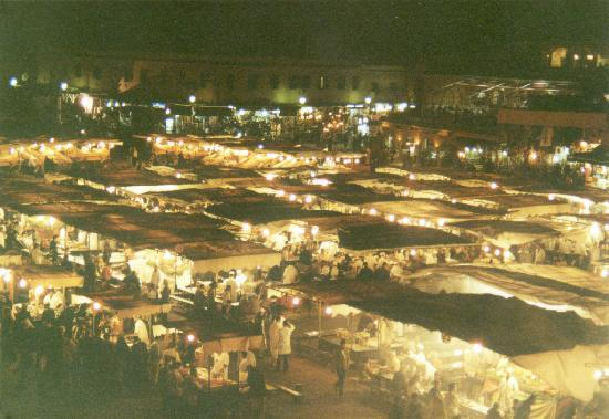 Riad El Sagaya: djemmna-el-fna-platz bei nacht, essensstände