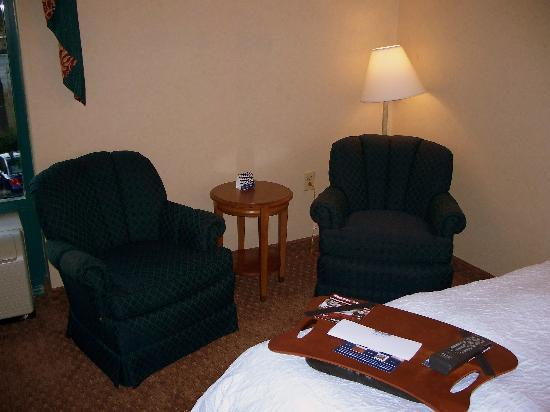Hampton Inn Charleston North: Chairs