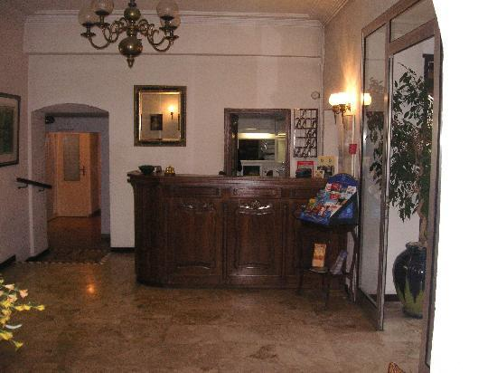 Auberge du Colombier : Reception, small but helpful.