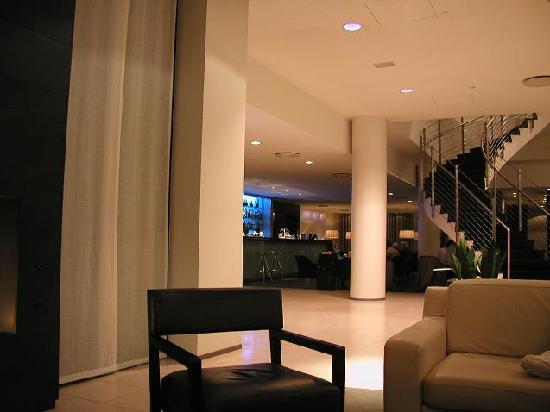 Hilton Reykjavik Nordica: Hotel lounge/bar area