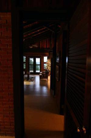 Rainforest Inn: RI Blick ins Wohnzimmer