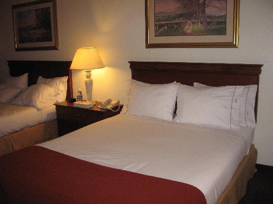 Holiday Inn Express Walla Walla: new bedding