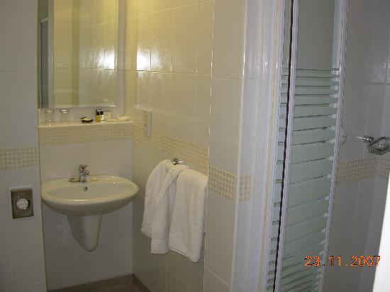 Ashbourne House Hotel: bathroom