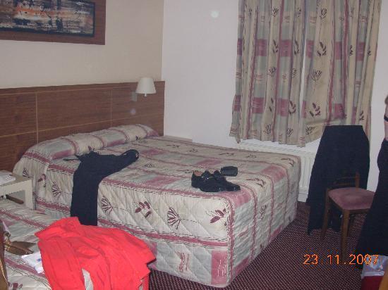 Ashbourne House Hotel: beds