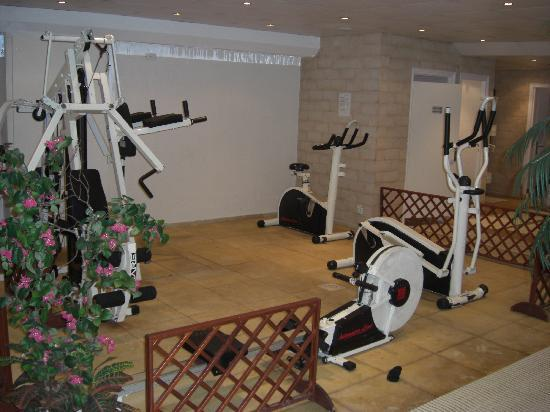 Gym equipment photo de hotel residence europe clichy for Equipement hotel