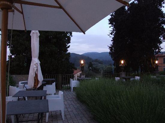 Hotel Villa Sassolini: Verandah over Tuscanny hills