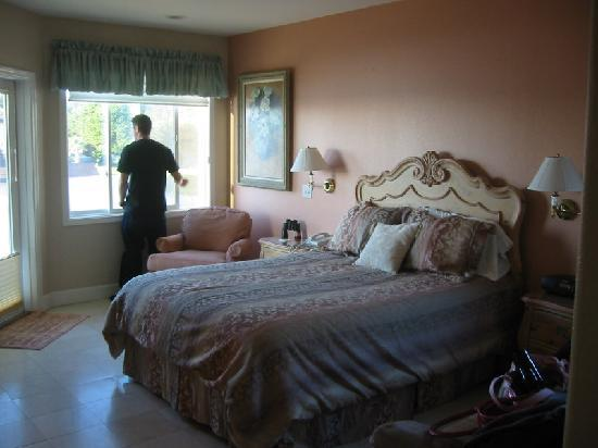 Landis Shores - An Oceanfront Bed and Breakfast Inn: champagne room