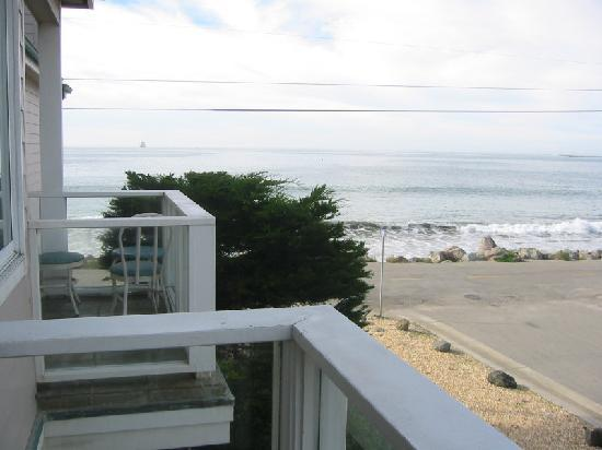Landis Shores - An Oceanfront Bed and Breakfast Inn: champagne room balcony 2
