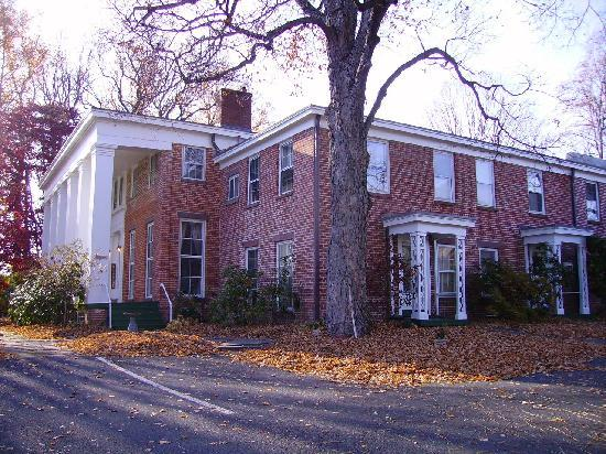 Cromwell Manor Inn: Manor