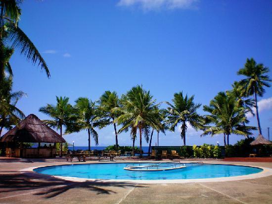 Mana Island Resort : Pool and Pool Bar