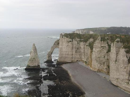 Etretat, Fransa: the natural arch from the cliffs