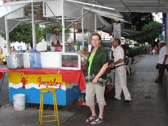 Lorimar Hotel: Supertaqueria Hermanos Gonzales...yum fish tacos