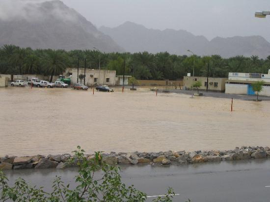 Lake Hotel: Flash flooding in UAE, scary stuff