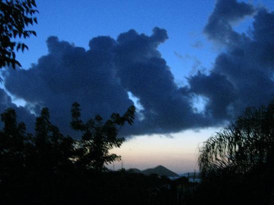 Estate Lindholm: tramonto dal balcone