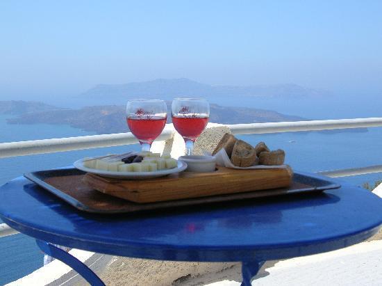 Remezzo Villas: Local Wine!