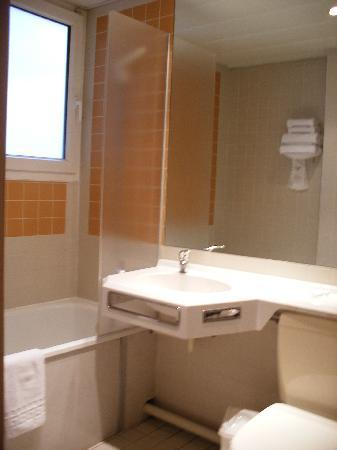 Hôtel de l'Océan : The bathroom
