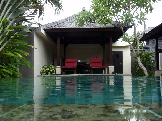 The Ulin Villas & Spa: Pool and Kitchen