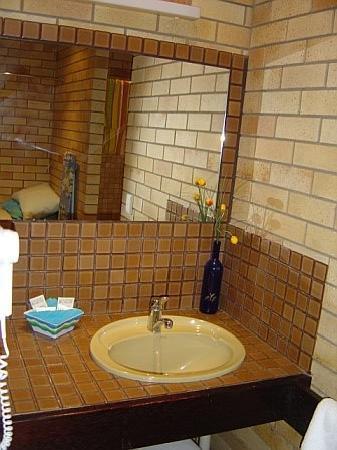 Pacific Paradise Motel: Bathroom