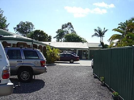 Pacific Paradise Motel: external