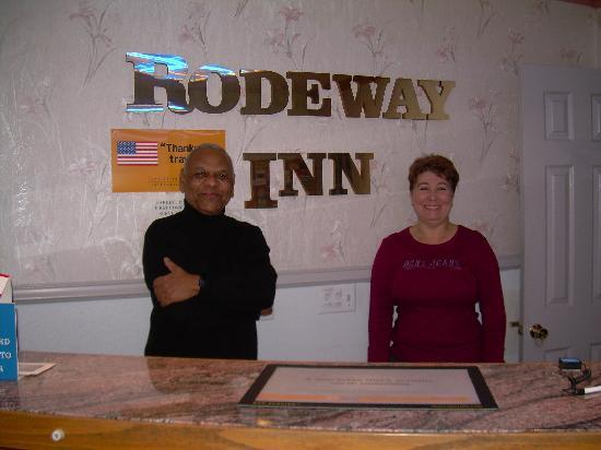 Rodeway Inn Civic Center: Babu and Sophie-Wonderful Hosts!