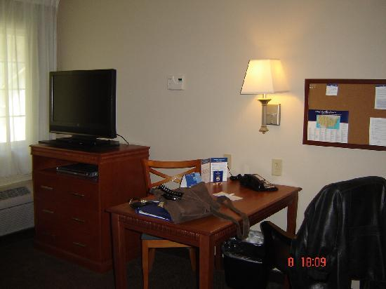 Candlewood Suites Augusta: the tv in the room