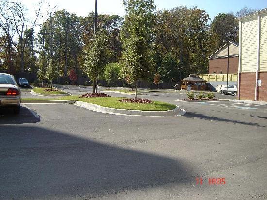 Candlewood Suites Augusta: the parking area