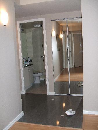 كارمينا بلازا: 2nd bathroom