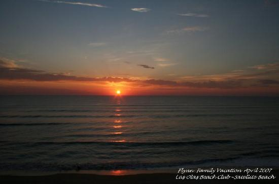 Las Olas Beach Club: The Sunrise ~ breathtaking!