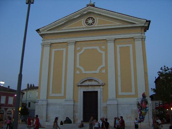 Valamar Riviera Hotel & Residence: Church in the central square
