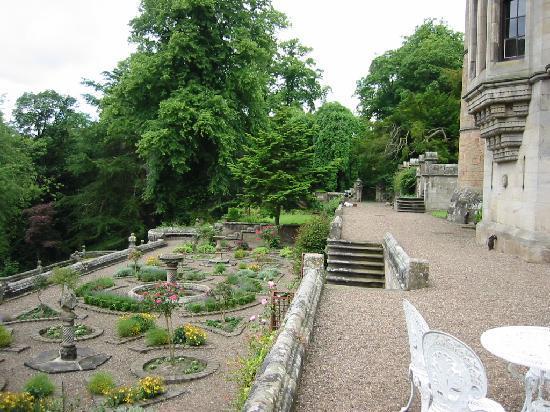 Dalzell House: Terraced gardens