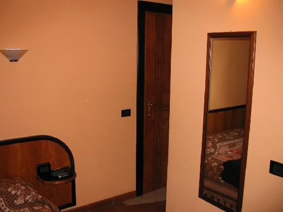 Hotel Il Picchio: ingresso camera